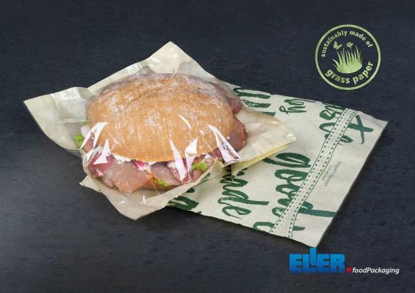 """Nachhaltige Verpackung """"Panvas"""" aus Graspapier umwickelt einen Snack."""